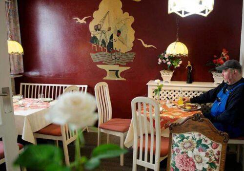Gammelt vægmaleri i restauranten